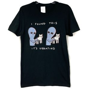 NWT I found this it's vibrating hot topic T-shirt